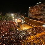 Tens of thousands gather to suport the teachers union strike on Saturday, November 17, 2007 in Rabin Square in Tel Aviv, Israel