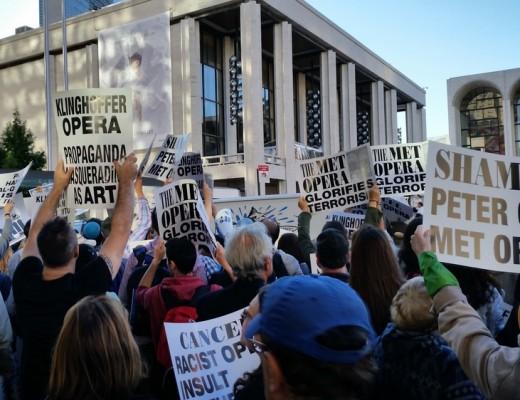 Protesters outside the New York Metropolitan Opera. Credit: Amelia Katzen.