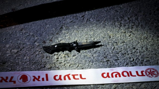 The knife used in a stabbing attack by a Palestinian terrorist at a bus stop near the entrance to the Alon Shvut settlement, November 10, 2014. Photo by Gershon Elinson/Flash90