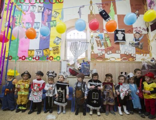 Jewish kids dressed up for Purim, March 2015. Credit: Yonatan Sindel/Flash9.