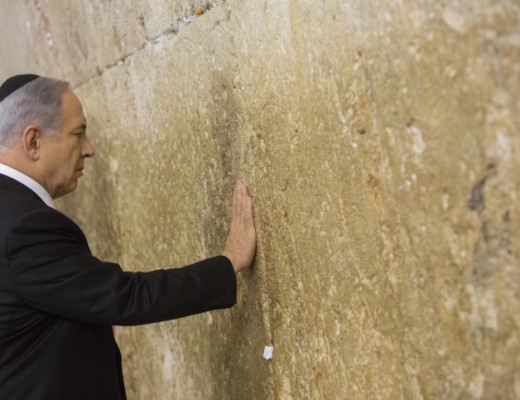 Israeli PM Netanyahu prays at the Western Wall a day after the Israeli elections. Credit: Yonatan Sindel/Flash90.