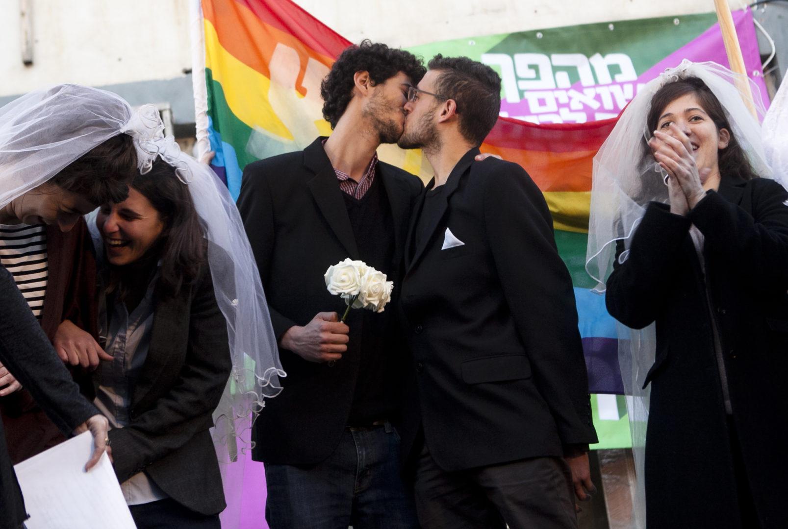 Rabbis Join Gay Marriage Debate In Us